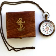 Часы с цепочкой в деревянной шкатулке
