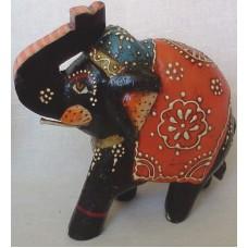 Слон раскрашенный с поднятым хоботом, оранжевай