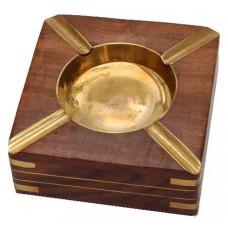 Пепельница деревянная с латунью квадратная