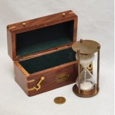 Песочные часы бронзовые в футляре из красного дерева