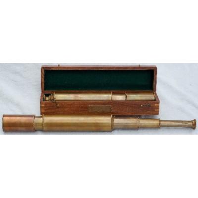 Подзорная труба 15-ти кратная в футляре из красного дерева.