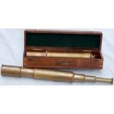 Подзорная труба 16-ти кратная в футляре из красного дерева.