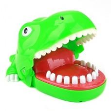 смешной рот крокодила кусать палец игрушкой (случайный цвет)