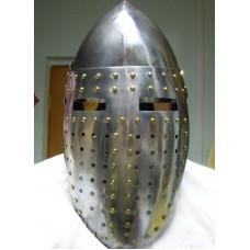 Боевой рыцарский шлем с забралом