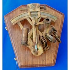 Секстант Kelvin & Hughes 1917 в шкатулке из красного дерева