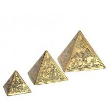 Три пирамиды