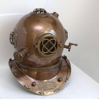 Старинный морской водолазный шлем